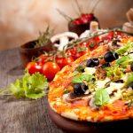 طريقة عمل البيتزا بالجبنة والزيتون