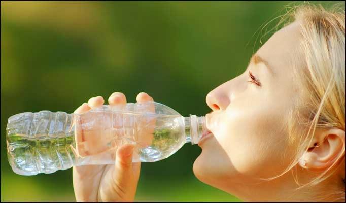 ما هى فوائد شرب المياة وقت الدورة